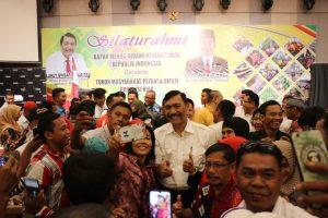 Menko Luhut Silaturahmi dengan para Petani dan Tokoh Masyarakat di Pekanbaru