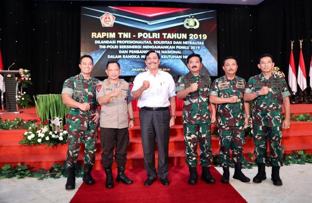 Menko Luhut kepada Perwira TNI-POLRI : Ayo Bekerja Dengan Baik!