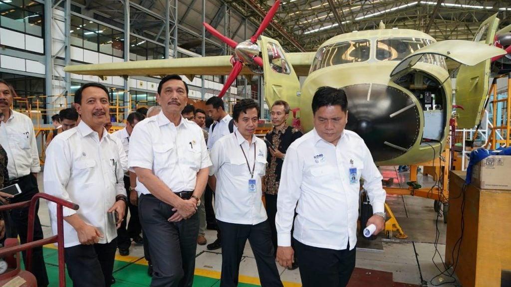 Menko Luhut Melakukan Kunjungan Kerja dan Peninjauan ke PT. Dirgantara Indonesia