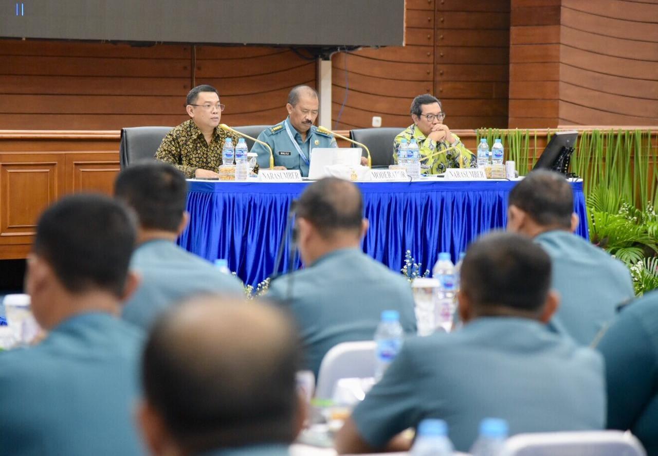 Deputi Bidang Koordinasi Sumber Daya Alam dan Jasa Agung Kuswandono menjadi narasumber dalam Rapat Koordinasi dan dan Rapat Teknis Bidang Potensi Maritim Tahun 2019 di Mabes TNI AL