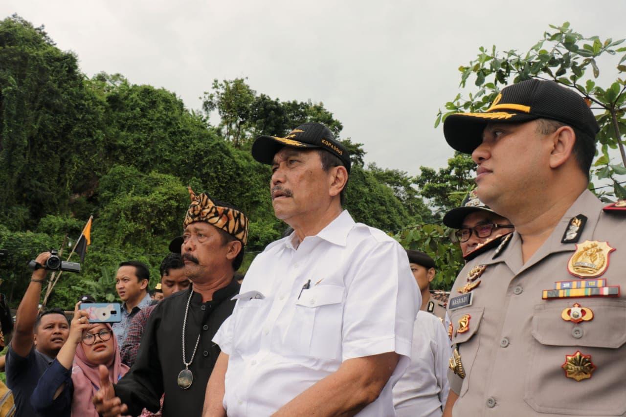 Bertemu Kelompok Nelayan dan Petani, Luhut Janjikan Perbaikan Dermaga dan Pelatihan Budidaya Lobster