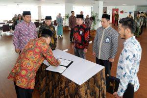 Sesmenko Pimpin Pelantikan Pejabat Di Lingkup Biro Perencanaan Dan Informasi Dan Biro Hukum