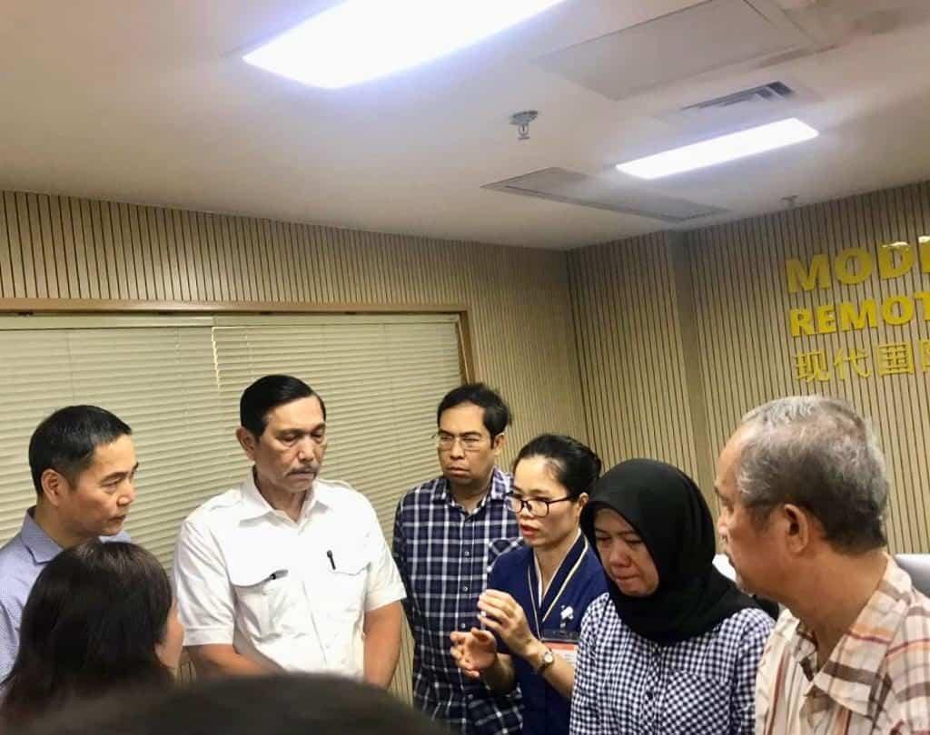 Disela Kunjungan Kerja Di Guangzhou, Menko Luhut Sempatkan Melawat Almarhum Sutopo
