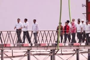 Menteri Koordinator Bidang Kemaritiman Luhut B. Pandjaitan Mendampingi Presiden Joko Widodo Kunjungan Ke Dermaga Jetty