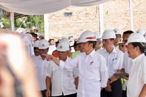 Menteri Koordinator Bidang Kemaritiman Luhut B. Pandjaitan Mendampingi Presiden Joko Widodo Kunjungan Ke Tono Ponggol