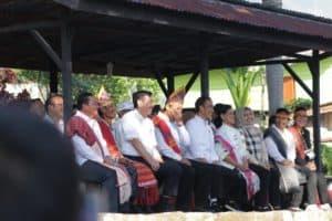 Menteri Koordinator Bidang Kemaritiman Luhut B. Pandjaitan Mendampingi Presiden Joko Widodo Kunjungan Ke Huta Siallagan, Desa Ambarita