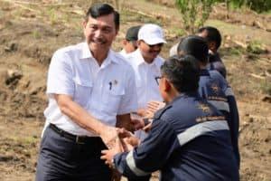 Menko Luhut Mendampingi Presiden Jokowi Meninjau Proyek Percontohan Pengembangan Peternakan Sapi Belgian Blue Di Desa Parsingguran
