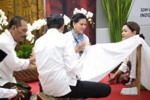 Dampingi Presiden Jokowi, Menko Luhut Hadiri Acara Batik Kemerdekaan Di Stasiun Mrt Bundaran Hi