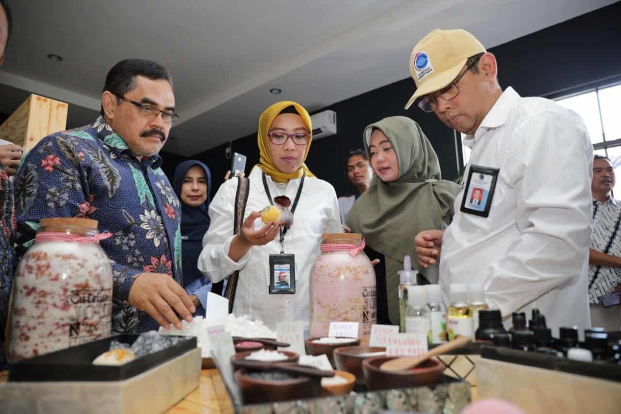 Kemenko Maritim Kunjungi Rama Sinta Rumah Garam Di Cirebon
