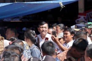 Menteri Koordinator Bidang Kemaritiman Luhut B. Pandjaitan Mendampingi Presiden Joko Widodo Kunjungan Ke Pasar Onan Baru (pasar Baru)