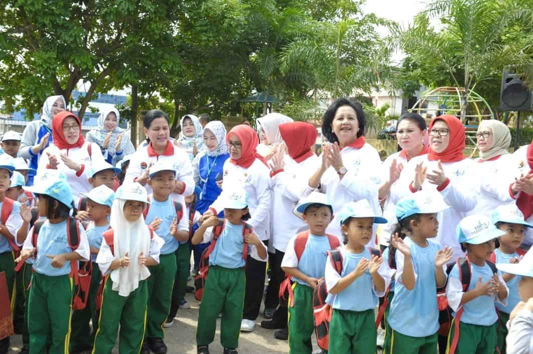 Dukung Gerakan Indonesia Bersih, Ibu Devi Luhut B. Pandjaitan Ajak Generasi Milenial Untuk Diet Plastik