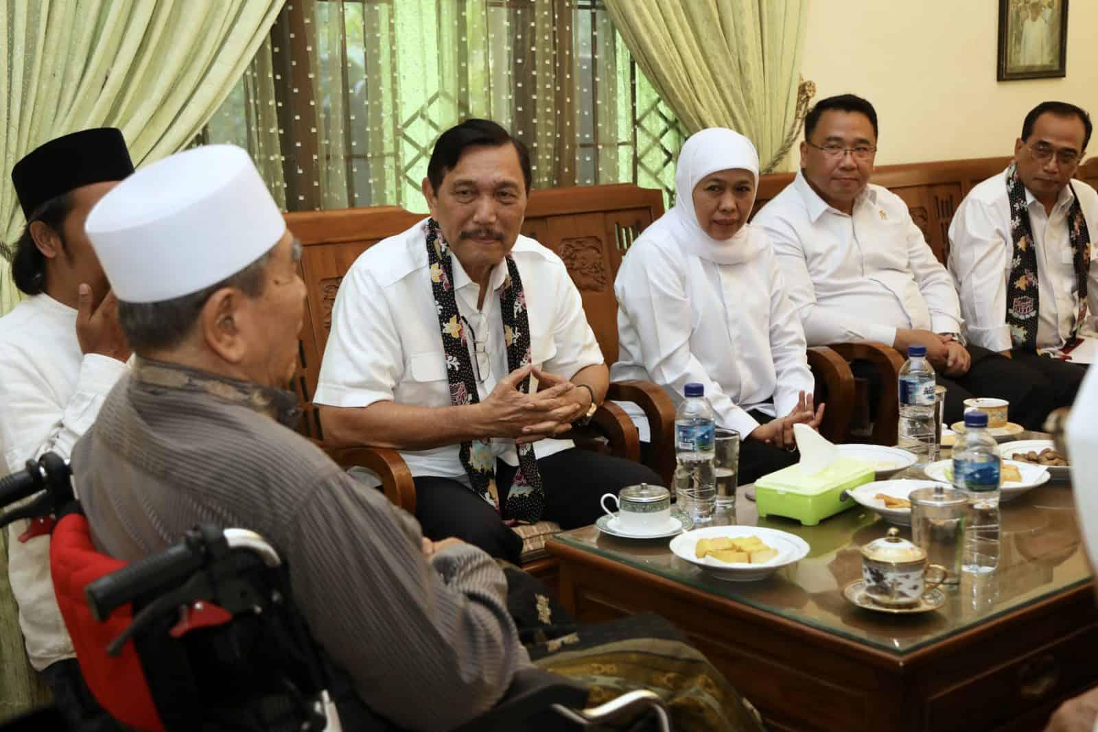 Bersama Gubernur Jawa Timur, Menko Luhut Silaturahmi ke Dua Pondok Pesantren di Kediri