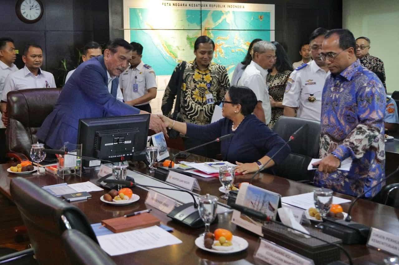Menko Kemaritiman Luhut B. Pandjaitan pimpin rapat Flight Information Region (FIR)
