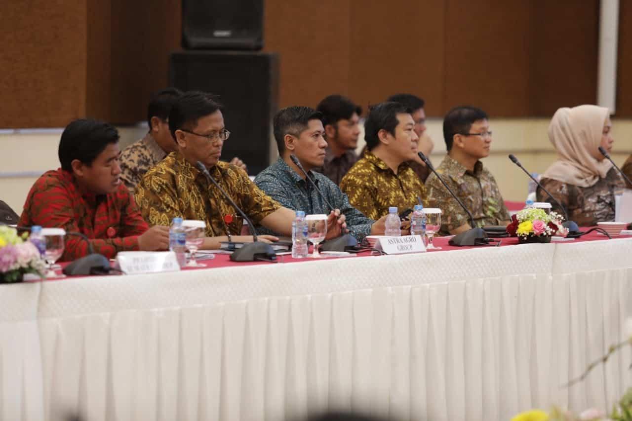 Para peserta rapat terbatas dan tertutup terkait dengan hasil pemeriksaan tentang perkebunan Kelapa Sawit