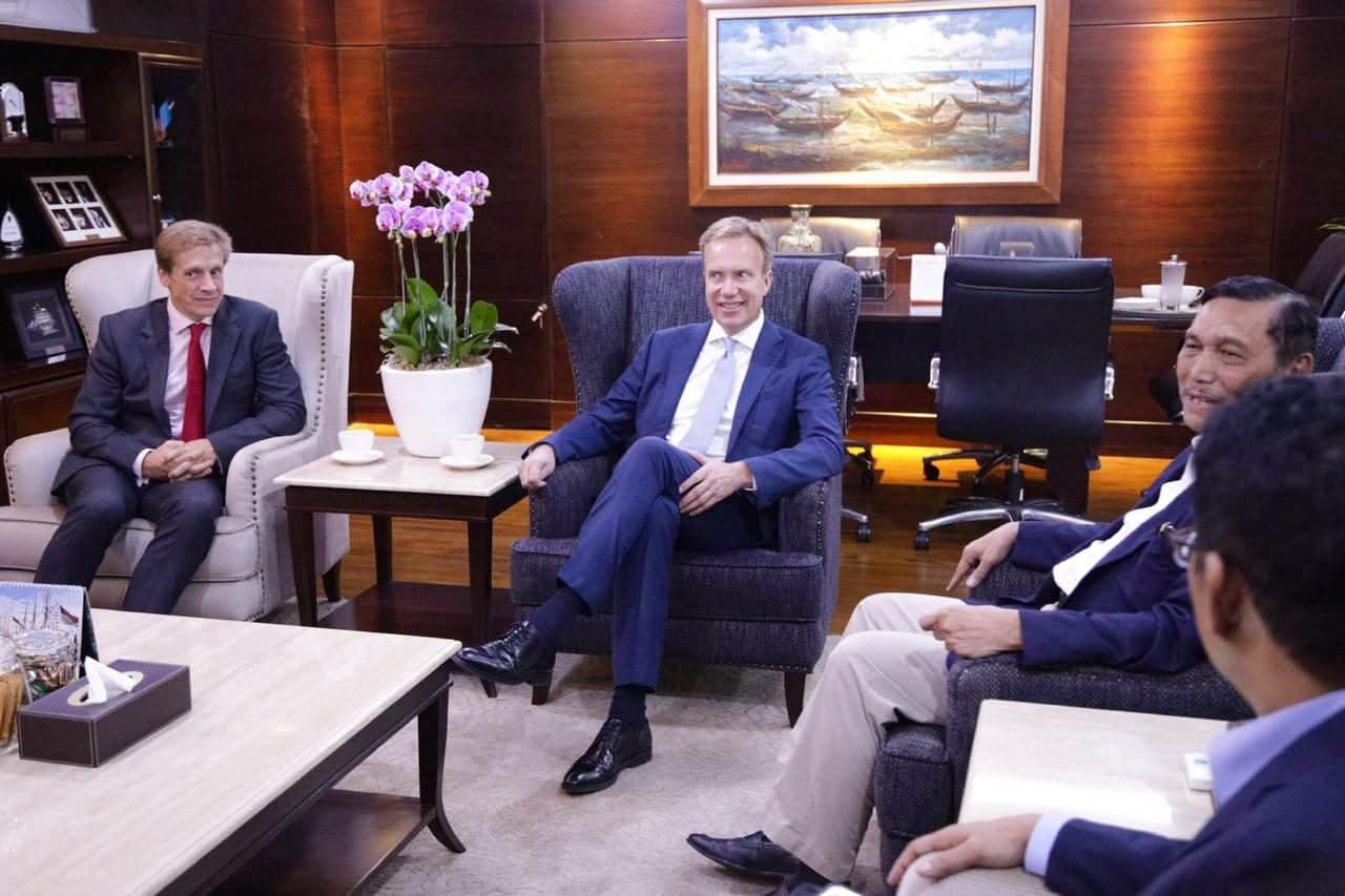Menko Bidang Kemaritiman Luhut B. Pandjaitan Meeting dengan Presiden WEF