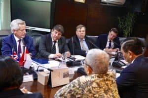 Menko Luhut Courtesy Call dengan Anggota Parlemen Inggris, di Kantor Maritim, Senin (19/08).