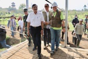 Menko Luhut Melakukan Penanaman Bibit Pohon serta Kunjungan ke Tempat Pembuatan Sereh Wangi Citarum Harum, Citarum, Jawa Barat