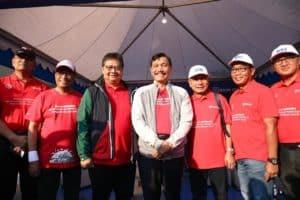 Menko Luhut menghadiri acara Pameran dan Parade Mobil Listrik