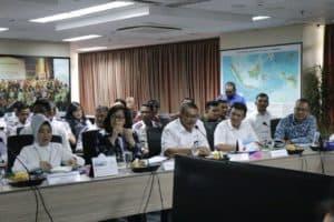 Menko Luhut B. Pandjaitan memimpin Rapat Koordinasi Pembangunan Sektor Perikanan dan Pariwisafa Aceh Singkil di Kantor Maritim