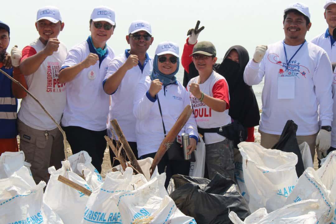 Aksi Bersih Pantai Cirebon digelar dalam rangkaian Peringatan Hari Jadi yang Pertama MTCRC