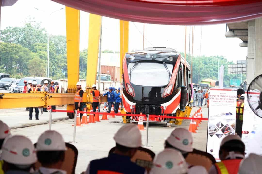 Proses Pengangkatan LRT Cibubur