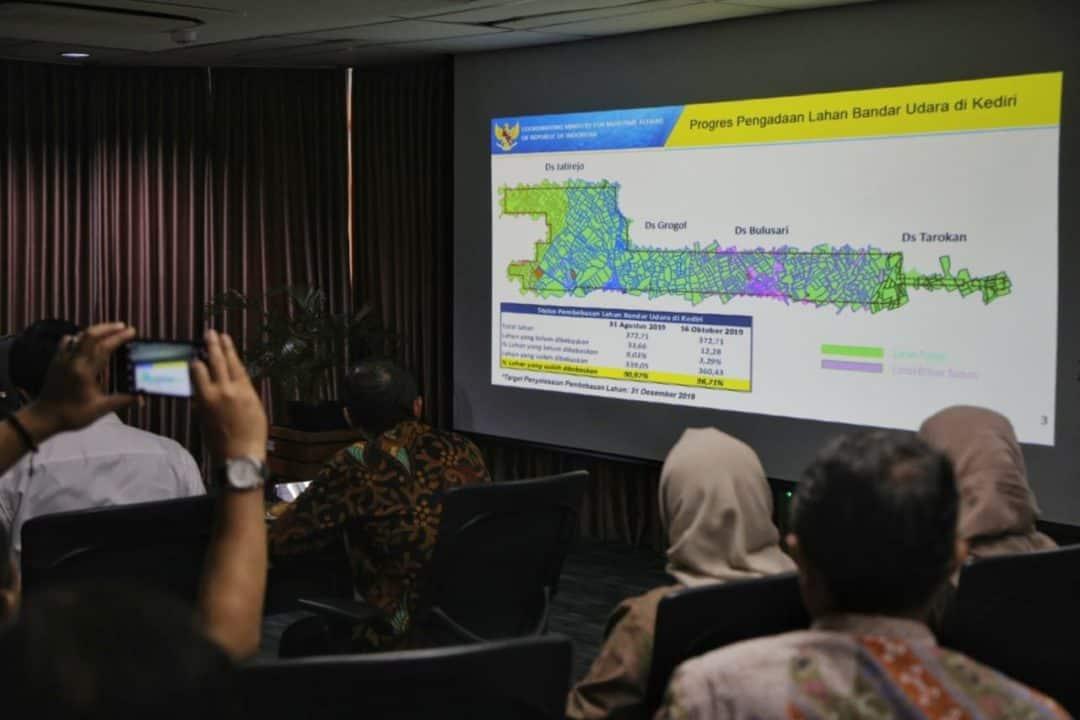 Menko Luhut B. Pandjaitan Rapat Percepatan Pembangunan Bandara Kediri