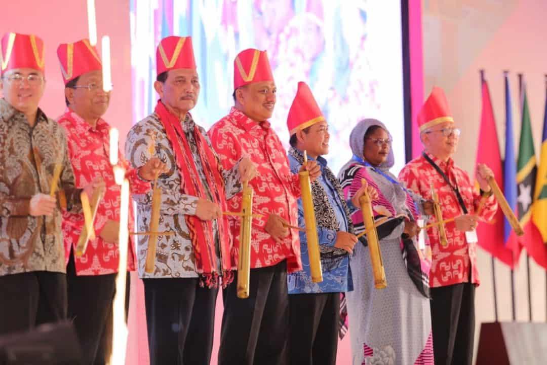Menko Luhut Harap Indonesia Bisa Menginspirasi Negara-Negara AIS untuk Kembangkan Ekonomi Digital