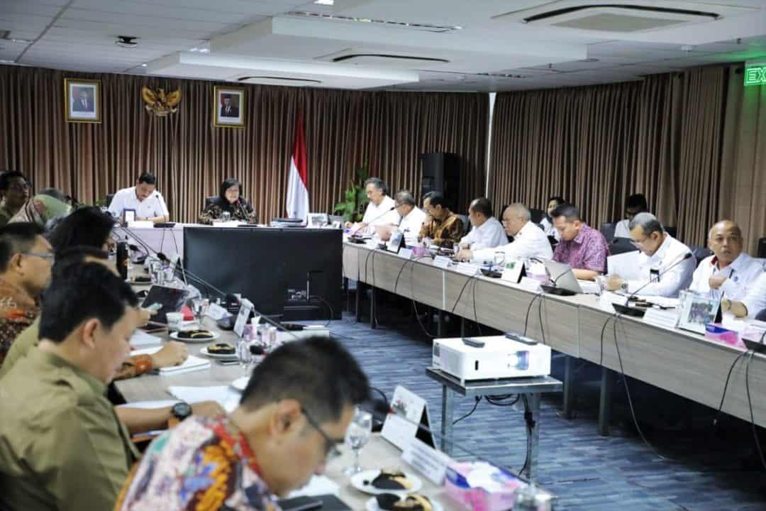 Menko Kemaritiman dan Investasi Luhut Binsar Pandjaitan memimpin Rapat Pembahasan Program Strategis 2019-2024 Kementerian LHK