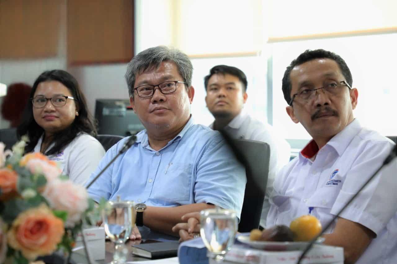 Kementerian Koordinator Bidang Kemaritiman Pasang Lampu Tenaga Surya Hemat Energi