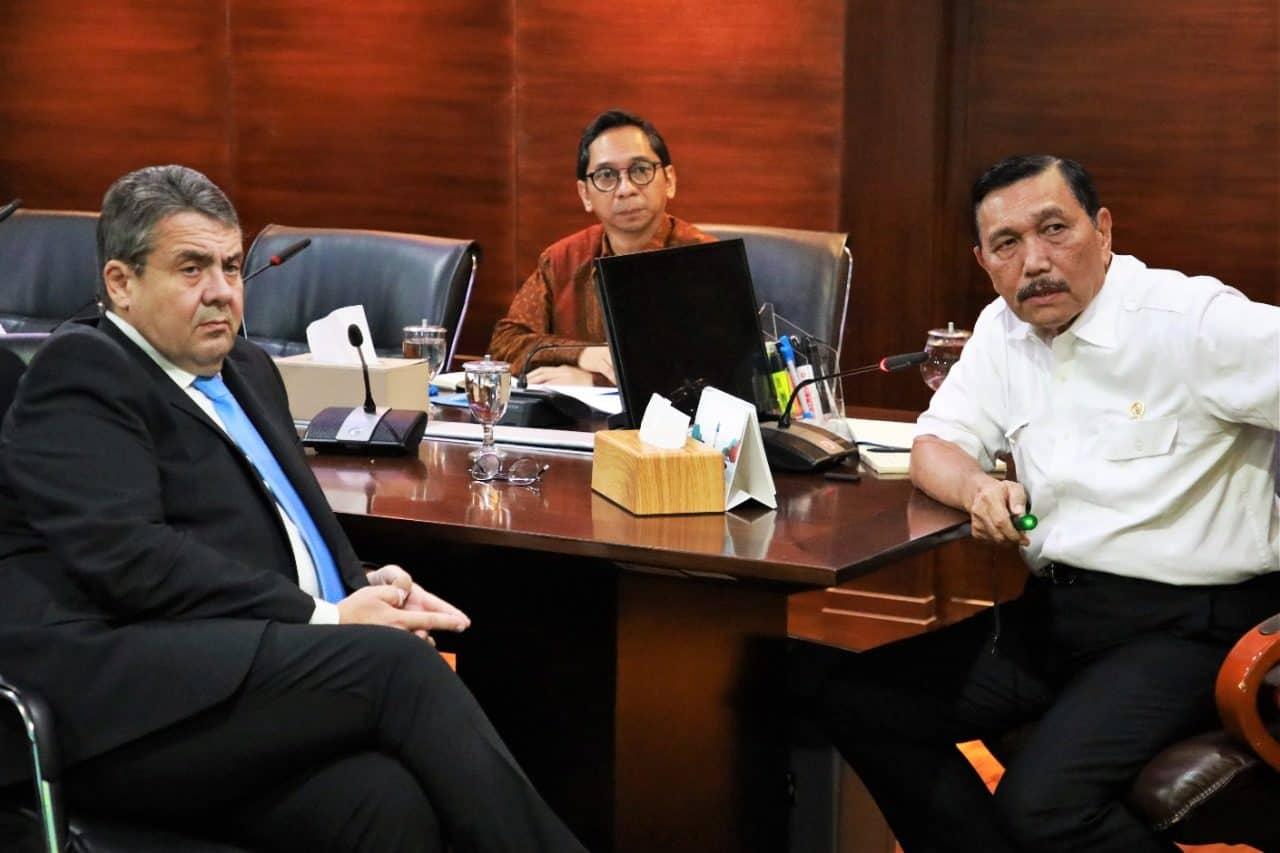 Menko Luhut meeting dengan Mr. Sigmar Gabriel (Mantan Wakil Kanselir dan Mantan Menlu Jerman) di Kantor Maritim
