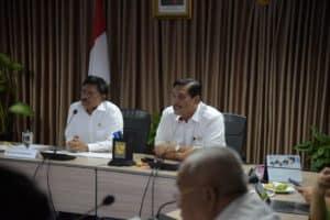 Menko Bidang Kemaritiman dan Investasi, Luhut B. Pandjaitan memimpin Rakor Percepatan Pembangunan HST Jakarta-Bandung di Kantor Marves