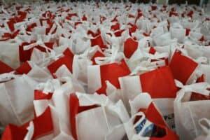 Kemenko Marves Bagikan 1000 Paket Sembako Untuk Warga Sekitar
