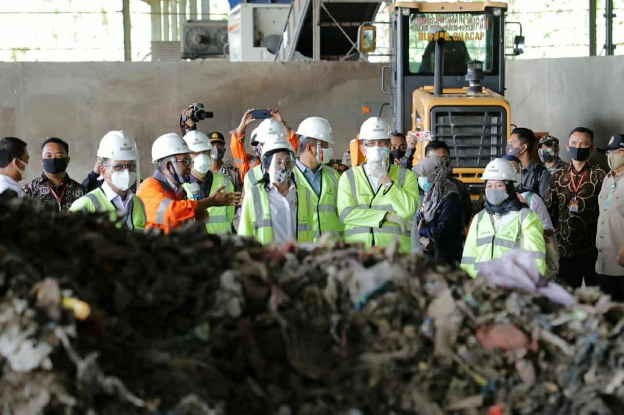 Menko Luhut: RDF Bentuk Nyata Penyelesaian Masalah Sampah Kita