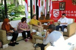 Menko Kemaritiman & Investasi Luhut B. Pandjaitan Meeting Dengan Dirjen Kebudayaan Kementerian Pendidikan dan Kebudayaan Hilmar Farid