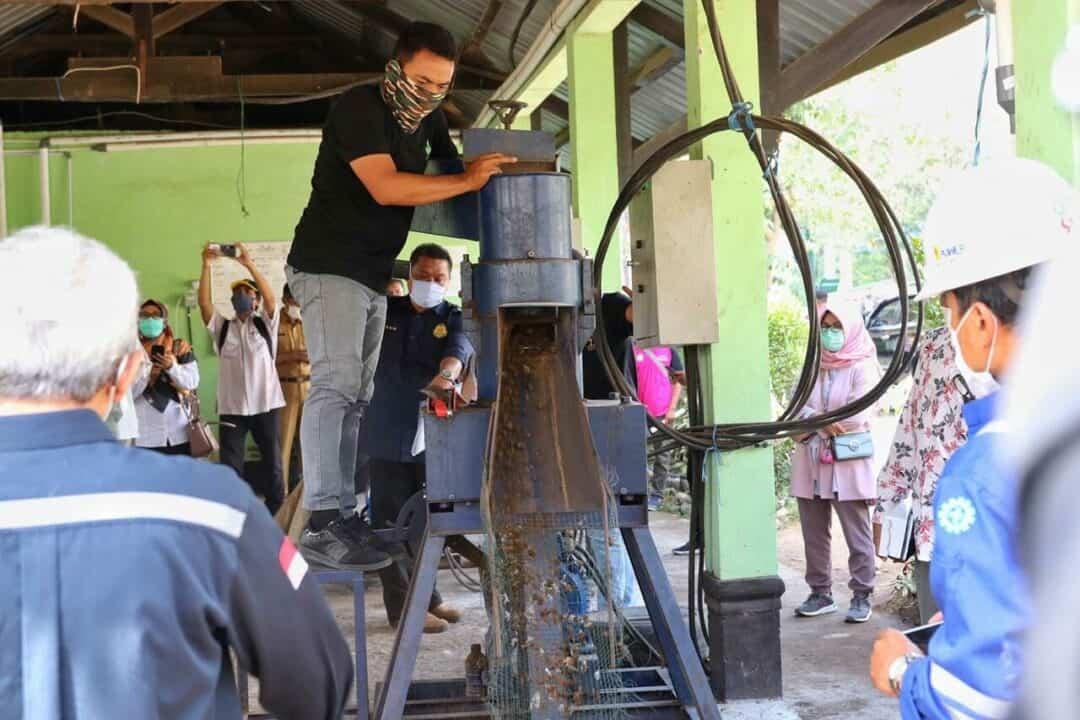 Kemenko Marves Serahkan 2 Insinerator Sampah ke TPA Kebon Kongok Lombok