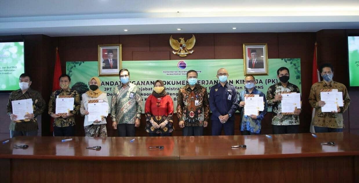 Pejabat dan Staf PNS di Kedeputian Bidang Koordinasi Pengelolaan Lingkungan dan Kehutanan Kemenko Marves Tanda Tangani Perjanjian Kinerja