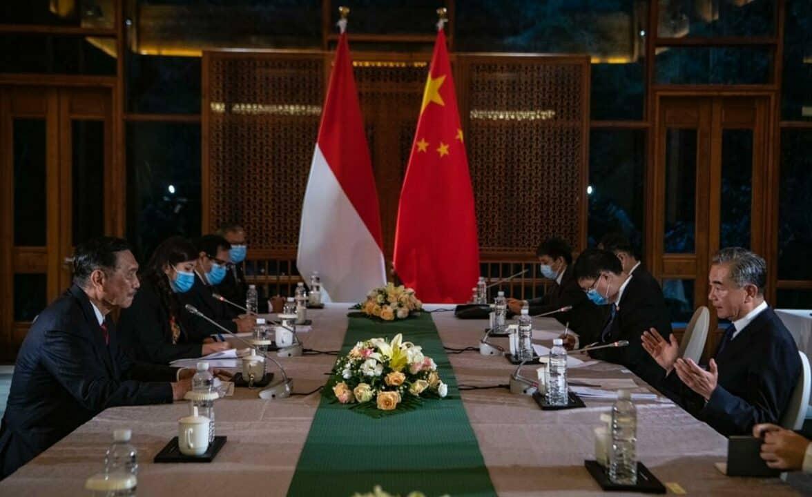 Menteri Koordinator Bidang Kemaritiman dan Investasi bertemu dengan Menteri Luar Negeri RRT Membahas Sinergi Menghadapi Covid-19