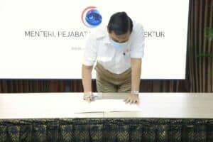 Menko Luhut Menghadiri Acara Penandatanganan Dokumen Perjanjian Kinerja Bersama Pejabat Eselon 1