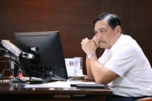 Menko Luhut Melakukan Vidcon Rapat Intern Investasi Pemerintah Pimpinan Presiden