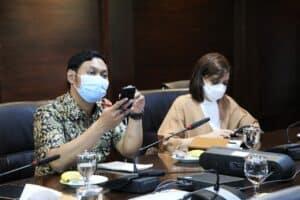 Menko Marves Luhut Melakukan Vidcon Terkait Rakor Prosedur Di Rumah Sakit Dalam Penanganan Covid-19