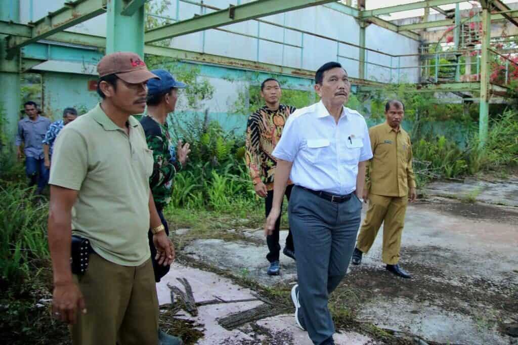 Menko Luhut Melakukan Kunjungan ke Bekas Pabrik di Sibonsur