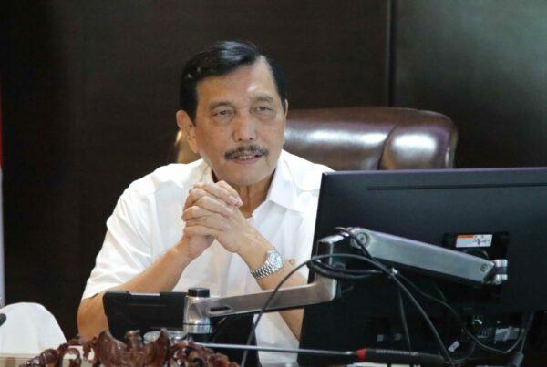Respon Kenaikan Kasus Positif di Beberapa Provinsi, Menko Luhut Minta Stop Acara Kumpul-Kumpul