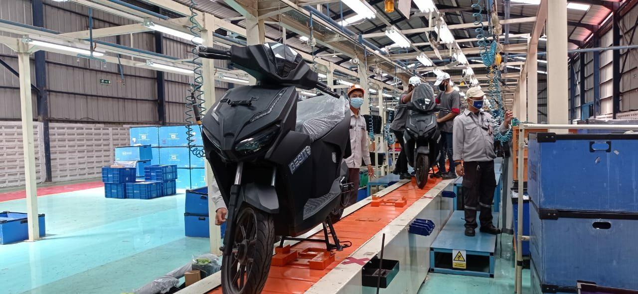 Percepatan Pembentukan Ekosistem Kendaraan Bermotor Listrik Berbasis Baterai, Kemenko Marves Tinjau Kesiapan Produsen Kendaraan Listrik Gesits