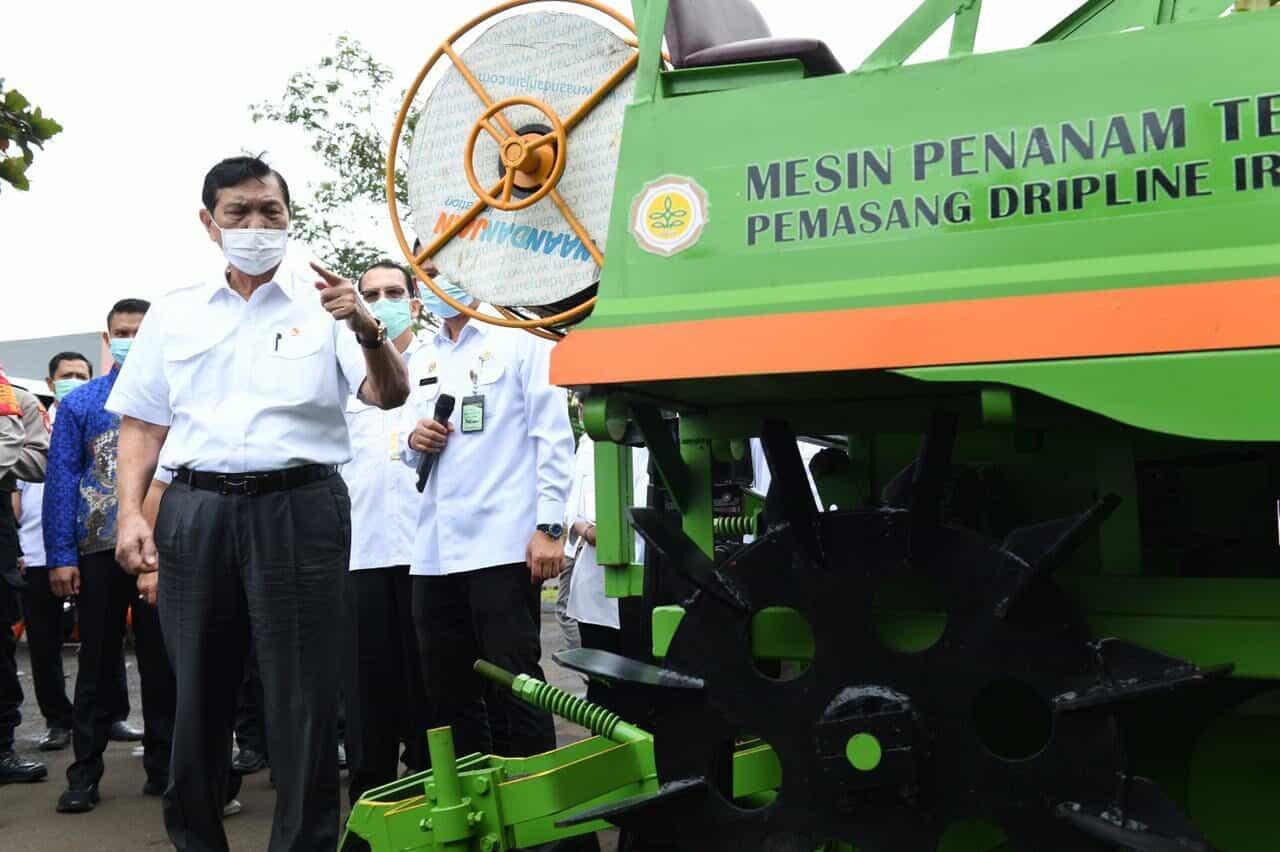 """Kembangkan Alat dan Mesin Pertanian, Menko Luhut: """"Gunakan Produksi Dalam Negeri!"""