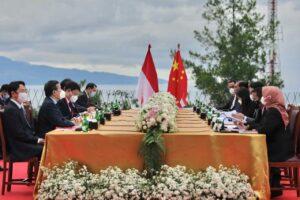 Menlu Wang Yi Mengunjungi Danau Toba Untuk Melihat Keindahannya Secara Langsung