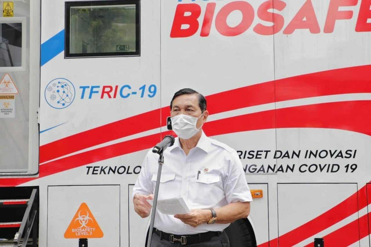 Menko Luhut Tinjau Laboratorium Tes PCR Mobile Buatan Asli Indonesia