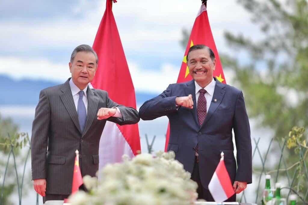 Menko Luhut melaksanakan MoU dengan Menlu Cina di Sumatera Utara (Copy)