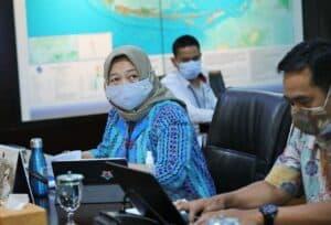 Menko Luhut Vidcon Rakor Pembahasan Percepatan Implementasi Pengolahan Sampah menjadi Energi Listrik di 12 Kota di Kantor Marves