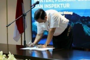 Menko Luhut menghadiri Penandatanganan Perjanjian Kinerja (PK) tahun 2021
