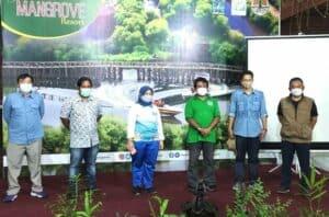 Deputi Nani Hendiarti Kunjungi Kawasan Tawan Wisata Alam Mangrove Angke